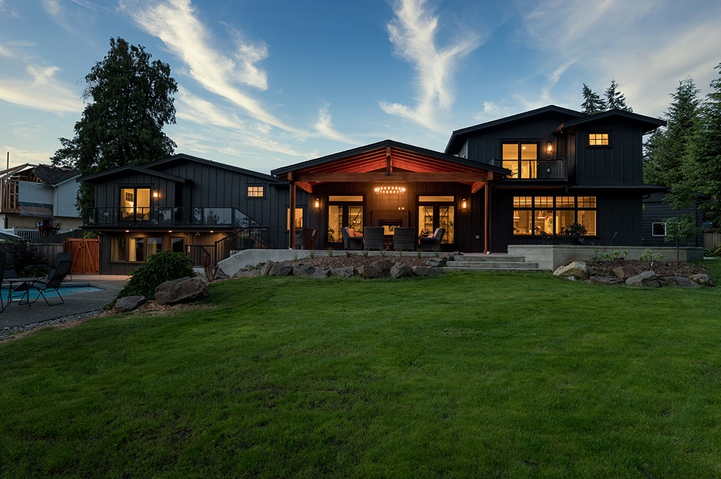 01-bothell-westhill-home-exterior-back-dusk-1024-680