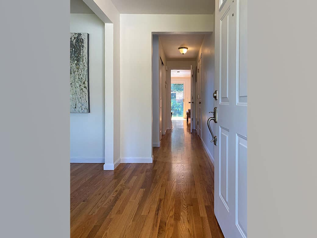 01-kirkland-finn-hill-home-entry-hallway-1040-780