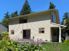 02-kirkland-finn-hill-home-exterior-back-1040-780
