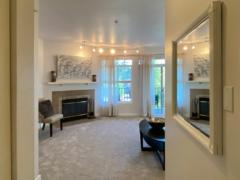 04-bothell-brookwood-condo-interior-entry-livingroom-l1024-768