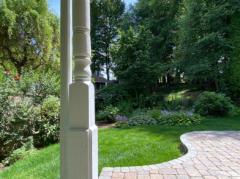 04-kirkland-finn-hill-home-exterior-eastside-garden-1040-780