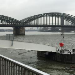 09-cologne-rhein-bridge-470-470
