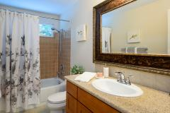 20-education-hill-redmond-home-bathroom
