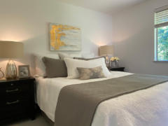 22-kirkland-finn-hill-home-master-bedroom-detail-1040-780