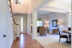 Redmond Ridge home sale entry & living room