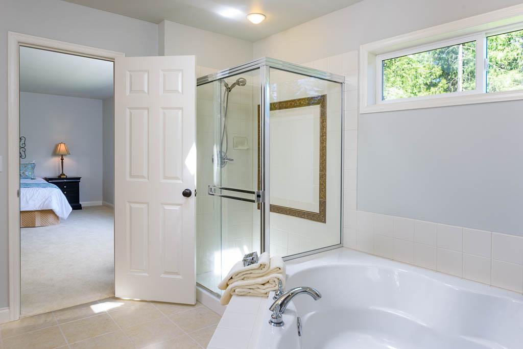 Redmond Ridge home sale master bath