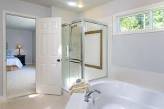 Redmond Ridge home sale master bath