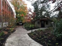 03-mcmenamins-courtyard