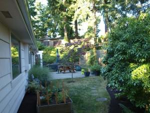 03-backyard-home-left-247054