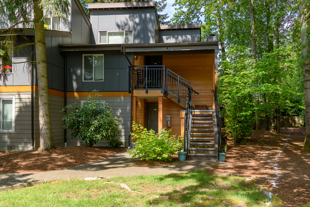 01-Bothell-Condo-Sale-front-01