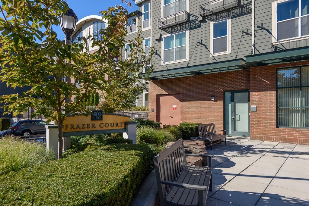 01-downtown-Redmond-condo-exterior