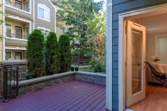 18-downtown-Redmond-condo-exterior-entry