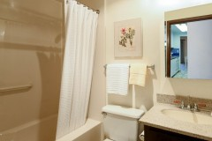 17-kingsgate-kirkland-home-for-sale-bathroom