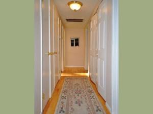 09-kirkland-home-for-sale-hallway-downstairs