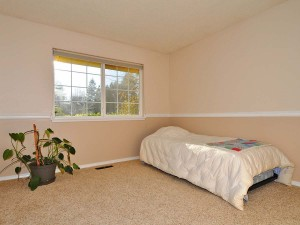 10-kirkland-home-for-sale-downstairs-bed-beige-158