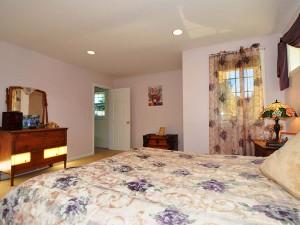 13-kirkland-home-for-sale-masterbed-097