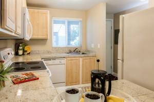 06-kirkland-condo-for-sale-kitchen-entry