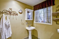 19-kirkland-short-sale-downstairs-bathroom