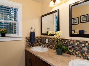 17-redmond-home-for-sale-upstairs-bath