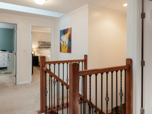 18-redmond-home-for-sale-upstairs-landing