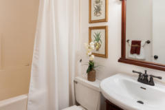 20-kirkland-home-for-sale-bath (1)