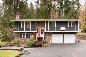 01-woodinville-cottage-lake-home-for-sale-front