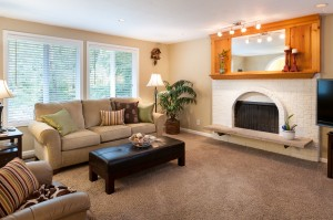 03-woodinville-cottage-lake-home-for-sale-living