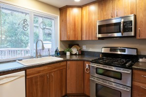 06-woodinville-cottage-lake-home-for-sale-kitchen-close