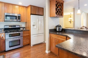 07-woodinville-cottage-lake-home-for-sale-kitchen