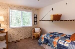 12-woodinville-cottage-lake-home-for-sale-childs-room