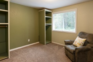 13-woodinville-cottage-lake-home-for-sale-bed-rrom