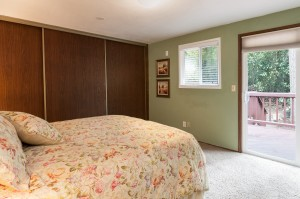 14-woodinville-cottage-lake-home-for-sale-master-bed